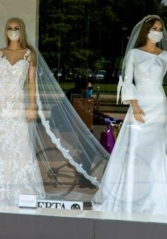 Khẩu trang lộng lẫy dành cho cô dâu