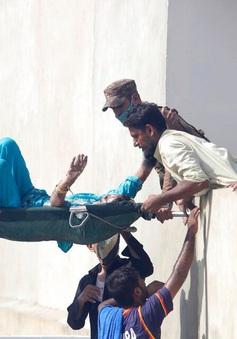 Tai nạn máy bay ở Pakistan: 2 hành khách sống sót một cách thần kỳ