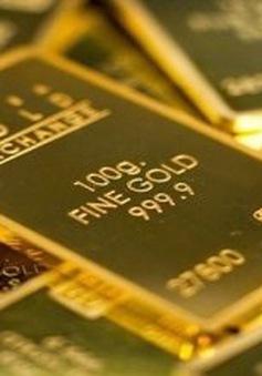 Lo ngại đợt bùng phát COVID-19 mới, vàng giữ đà tăng giá