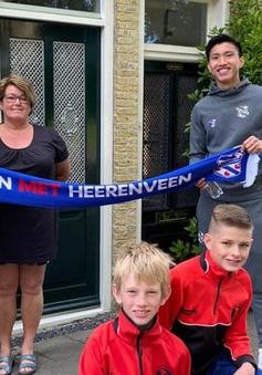 Văn Hậu bất ngờ xuất hiện trước cửa nhà khiến fan Heerenveen cảm kích