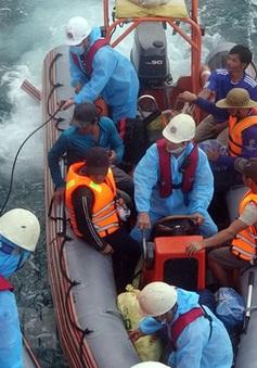 Chìm tàu cá, 13 thuyền viên được cứu sống