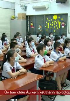 Ngày đầu học sinh tiểu học trở lại trường