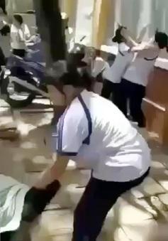 """""""Ngã ngửa"""" với lý do học sinh Cần Thơ đánh bạn trước cổng trường"""