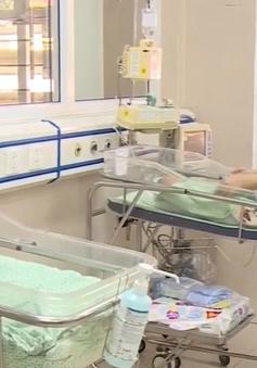 Nhìn lại vụ việc bé sơ sinh bị bỏ rơi: Chính xác bé đã nằm dưới hố ga bao lâu?