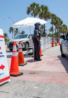 Kỷ lục gần 10.000 người mắc COVID-19 trong ngày ở bang Florida (Mỹ)