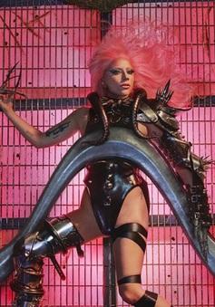 Vượt mặt Taylor Swift, Lady Gaga xác lập kỉ lục mới