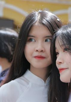 Học sinh Hà Nội bịn rịn chia tay trong lễ bế giảng nhiều cảm xúc