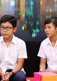 Hai bé 14 tuổi không có giấy khai sinh, bị ba mẹ bỏ rơi, vẫn khát khao đến trường