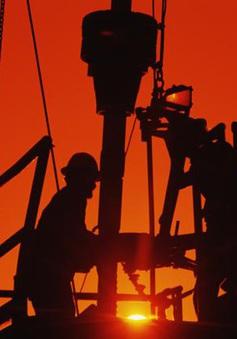 """OPEC+ """"ra tay"""", giảm ngay giá dầu"""