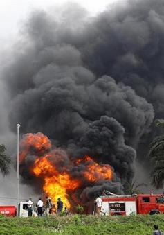 Có hiện tượng rò rỉ hóa chất trong vụ cháy kho ở quận Long Biên