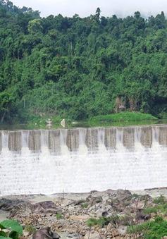 Làng ngay gần thủy điện, người dân vẫn phải ước mơ có điện