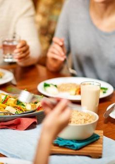Thói quen ăn uống gây hại cho sức khỏe: WHO khuyến cáo, nhiều người Việt thờ ơ