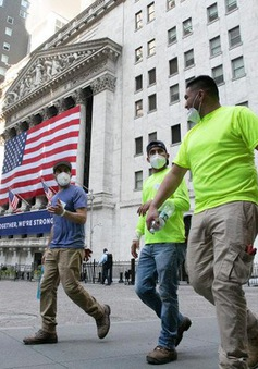 """COVID-19 tái bùng phát, kinh tế Mỹ chưa thấy """"ánh sáng cuối đường hầm"""""""