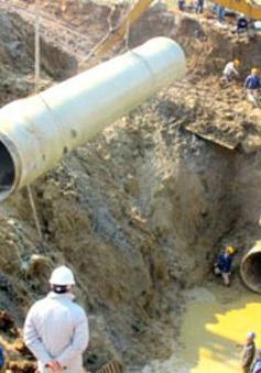 Dừng cấp nước sạch giữa nắng nóng gay gắt vì đường ống Sông Đà lại... vỡ