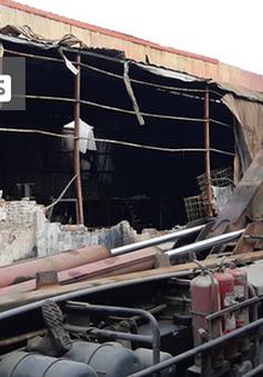 Có dấu hiệu sản xuất trái phép hóa chất tại kho hàng bị cháy ở Long Biên