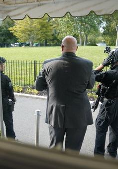 Nổ súng bên ngoài Nhà Trắng, Mật vụ Mỹ hộ tống Tổng thống Trump rời phòng họp báo