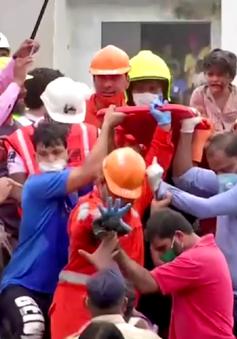 Bé trai 4 tuổi sống sót thần kỳ sau vụ sập chung cư Ấn Độ