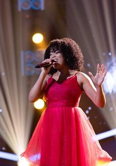 Cô gái đến từ Cuba gây tò mò khi hóa thân giống diva Whitney Houston ngay trên sân khấu Việt