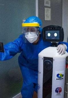 """Độc đáo, Robot chăm sóc bệnh nhân COVID-19 """"cô đơn"""" ở Mexico"""
