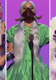 Muôn kiểu khẩu trang độc lạ của Lady Gaga tại VMAs 2020
