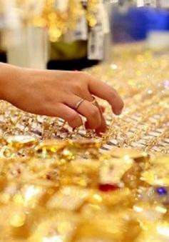 Giá vàng tiến sát mốc 60 triệu đồng/lượng