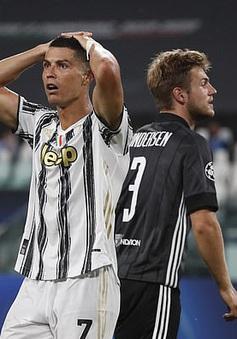 Ronaldo lập cú đúp, Juventus vẫn bị loại khỏi Champions League