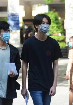 Sinh viên TP Hồ Chí Minh đi học trở lại sau nghỉ dịch COVID-19