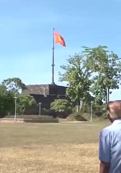 Người treo cờ trên Kỳ đài Huế năm 1945