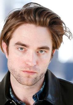 """Bình phục sau khi nhiễm COVID-19, Robert Pattinson tiếp tục quay """"The Batman"""""""