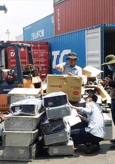 TP.HCM buộc tái xuất hơn 1.000 container phế liệu