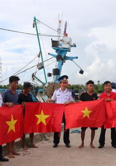 Cảnh sát biển đồng hành với ngư dân Kiên Giang