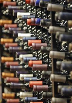 """Rượu vang Mỹ """"vỡ trận"""" vì COVID-19 và cháy rừng"""