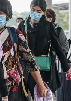 Người dân Hong Kong (Trung Quốc) về đại lục đón Tết sớm vì COVID-19
