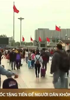 Trung Quốc tặng tiền để người dân không về quê ăn tết