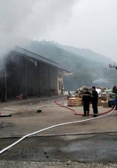 Cháy lớn thiêu rụi gần 10 tấn hàng trong kho chứa ở cửa khẩu Bắc Phong Sinh