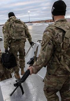 Tưởng nhầm hóa chất là rượu, 11 binh sĩ Mỹ ngộ độc