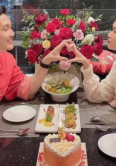 Diễn viên Đình Tú kỷ niệm 5 năm tình yêu với bạn gái hơn tuổi