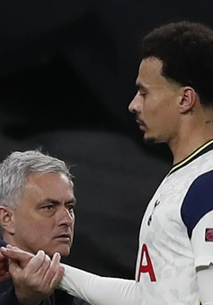 Dele Alli lập siêu phẩm, Mourinho vẫn buông lời phũ phàng