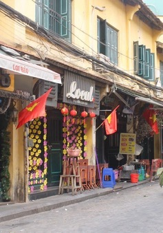 """Phố cổ Hà Nội """"cửa đóng, then cài"""" trước Tết Nguyên đán"""