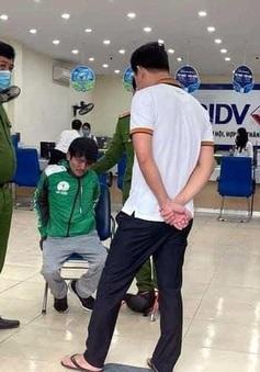 Bắt người đàn ông giả làm tài xế Grab mang súng vào cướp ngân hàng BIDV ở Hà Nội