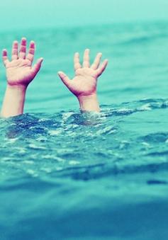 Một học sinh đuối nước, mất tích khi tắm biển