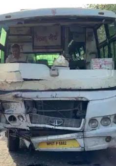 Va chạm nghiêm trọng giữa xe bus và xe lam ở Ấn Độ, 13 người thiệt mạng