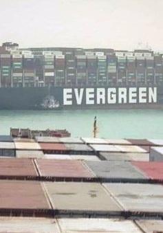 Kênh đào Suez vẫn kẹt cứng, các hãng vận tải thay đổi lộ trình