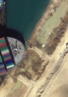"""""""Siêu tàu"""" mắc kẹt ở kênh đào Suez ảnh hưởng thế nào tới Việt Nam?"""