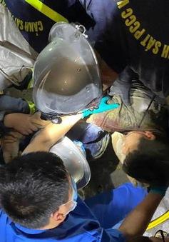Sập giàn giáo ở Hà Nội, giải cứu 1 người mắc kẹt
