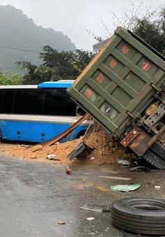 Xe khách giường nằm đấu đầu xe tải, gần 10 người bị thương tại Bình Phước