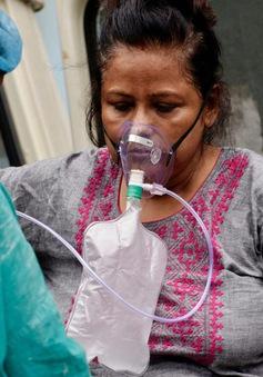 """Ấn Độ: Bình oxy y tế tại chợ đen bị """"hét giá"""" tăng vọt"""