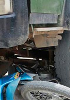 Va chạm với xe tải, 2 nữ sinh viên thiệt mạng