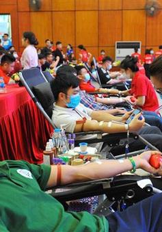 Không khí ngày hội thanh niên hiến máu tình nguyện năm 2021