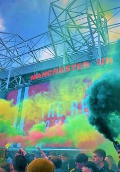Man Utd – Liverpool: CĐV tràn xuống sân, trận derby nước Anh buộc phải hoãn